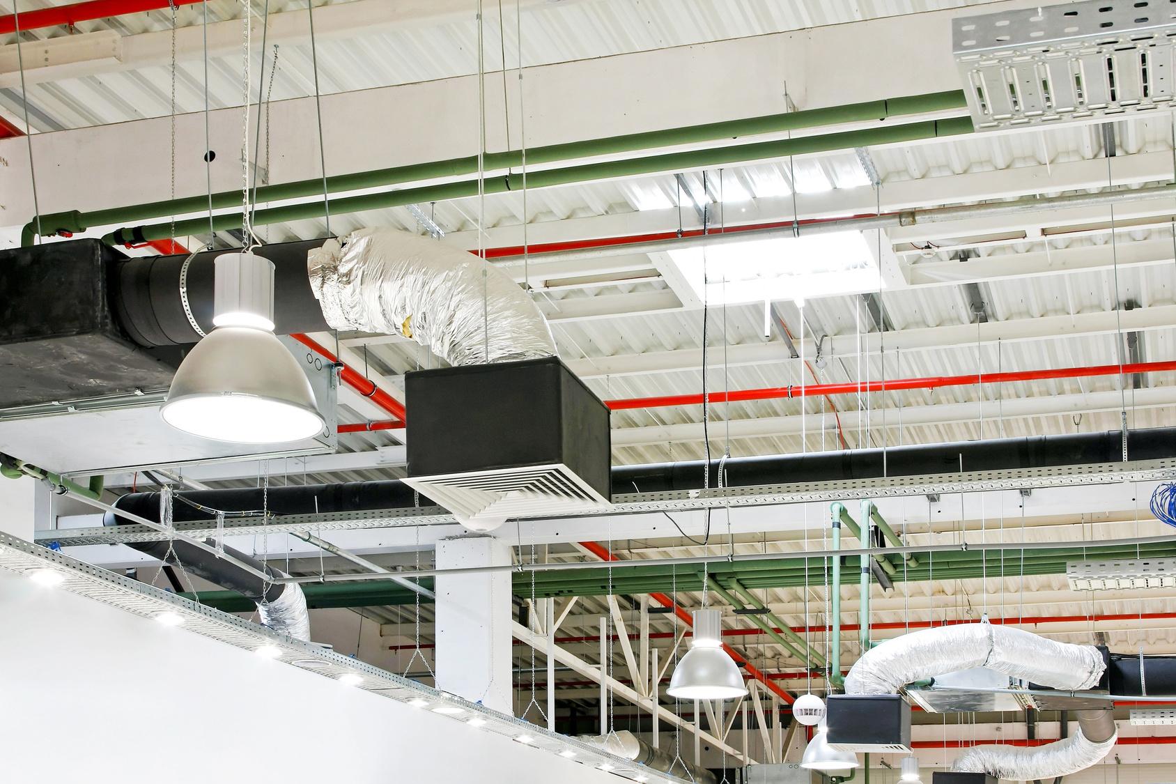 Устройство вентиляции в производственном помещении