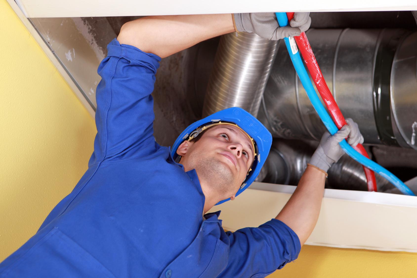 Работа по монтажу системы вентиляции